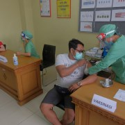 Vaccination campaigns on Bali starts from January 22 nd 2021 with first 31.000 doses for 25.000 health workers.