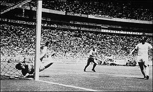 Le fameux arrêt de Gordon Banks face à Pelé à la coupe du monde du Mexique en 1970