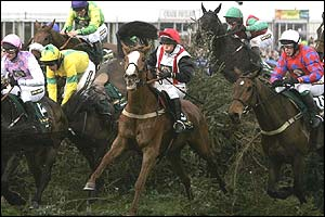Forest Gunner ridden by Carrie Ford in centre