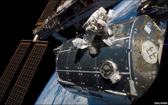 Hans Schelgel works on the new Columbus module on the ISS | Image: BBC News / NASA / ESA