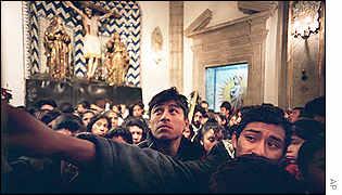 En Tepeyac, los mexicanos depositan sus ilusiones