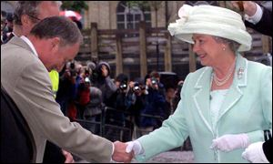 Ken Livingstone and Queen at opening of Tate Modern