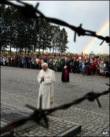 Pope Benedict prays for the dead of the Holocaust at Auschwitz, 28 May 2006