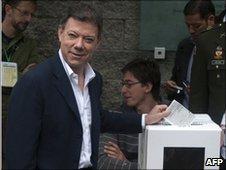 Juan Manuel Santos casting his vote