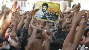 Shia chant in support of Moqtada Sadr at the Kazimiya shrine in Baghdad (24 October 2003)