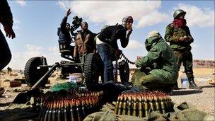 Rebels near Ras Lanuf