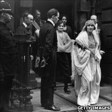 Elizabeth Bowes-Lyon emerges from her home to be married, 1923