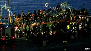 A boat carrying 600 migrants arrives in the port of Lampedusa on April 8, 2011