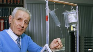 """Jack Kevorkian standing with his """"mercy machine"""""""