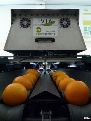The machine does not need to be in the dark room to inspect the fruits