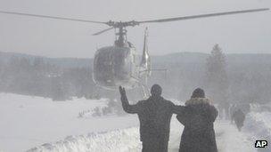 Bosnians waiting for supplies in Sokolac (1 Feb 2012)