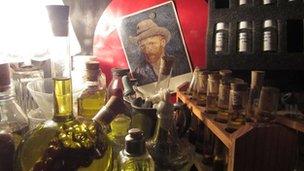 Van Gogh is Bipolor restaurant