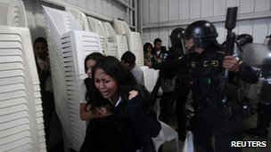 Riot police at Guatemala`s Industry Park, reuteres photo