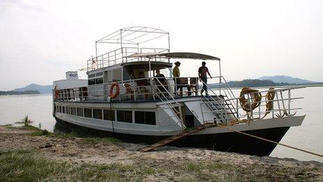 Dolphin survey vessel