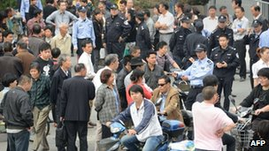 Protesters and police outside government offices in Ningbo, Zhejiang province, 29 October 2012