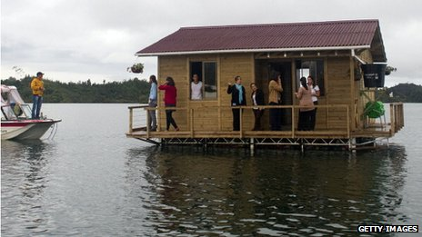 Floating house, Colombia