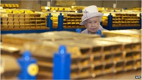 Queen Elizabeth surveying gold in the Bank of England