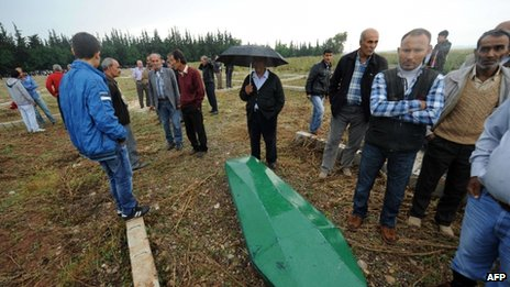 People gather at the cemetery of Reyhanli on 12 May for the funerals of the car bombing victims