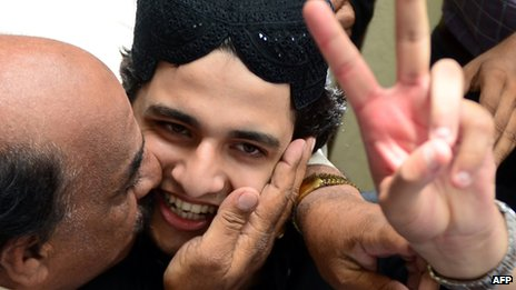 Shahrukh Jatoi gives a victory sign following his murder conviction at a court in Karachi on 7 June 2013