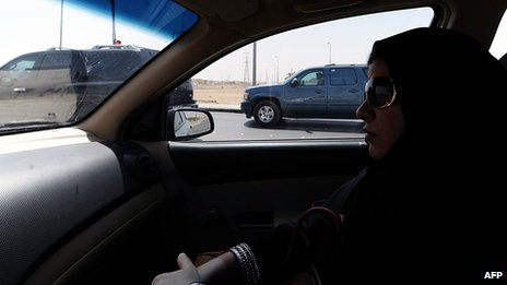 A Saudi woman sits in a vehicle as a passenger in Riyadh (22 Sept 2013)