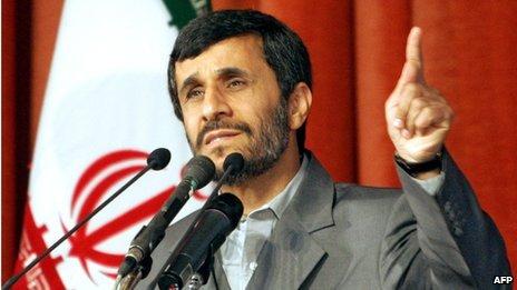 Iranian President Mahmoud Ahmadinejad delivers a speech in Tehran, 4 February 2007