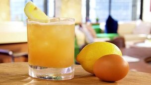 Whisky sour with egg