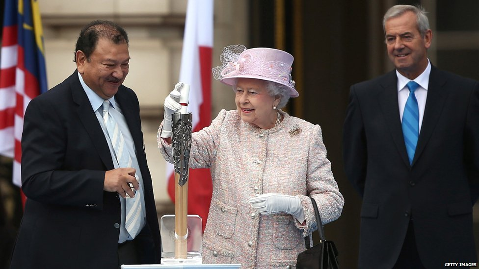 https://i2.wp.com/news.bbcimg.co.uk/media/images/70375000/jpg/_70375112_queen_message1_getty.jpg