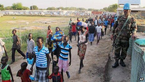 Civilians arrive at UN compound in Juba. 17 Dec 2013