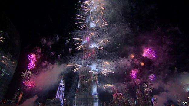 Fireworks in Dubai light up the Burj Khalifa (1 Jan 2014)