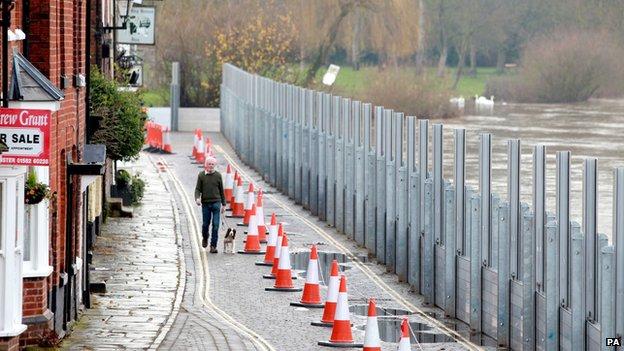 Flood defences, Bewdley, Worcs.