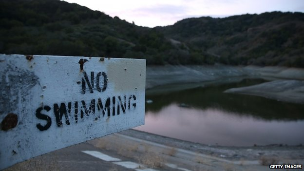 No swimming sign at the Almaden Reservoir (28 January 2014)