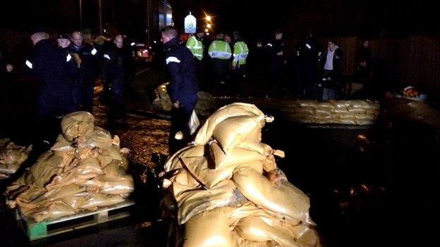 Royal Navy engineers from HMS Sultan, Gosport building sandbag walls in Datchet