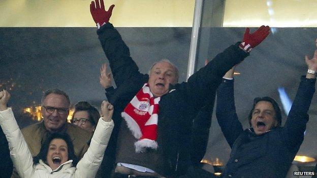 Uli Hoeness celebrates Arsenal win (11 March  2014)