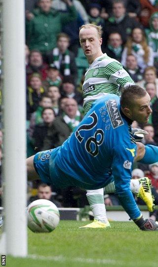 Leigh Griffiths scores for Celtic against St Mirren