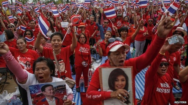 "Members of the pro-government ""red shirt"" group take part in a rally on the outskirts of Bangkok, on 5 April 2014."