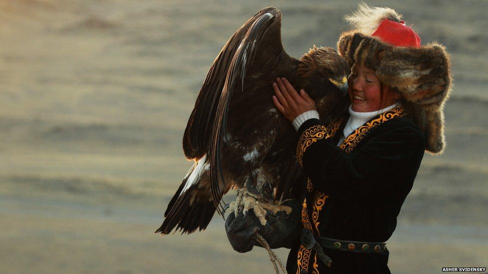 Ashol-Pan cuddling her eagle