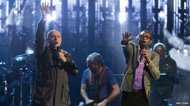 Peter Gabriel y Youssou N'Dour
