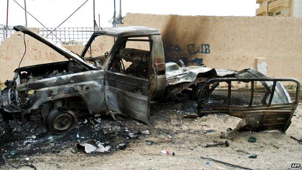 auto distrutta Bengasi elezioni