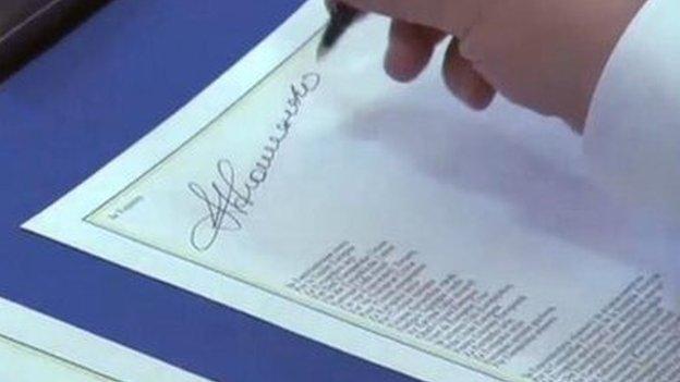 Ukrainian president signs partnership deal - 27 June