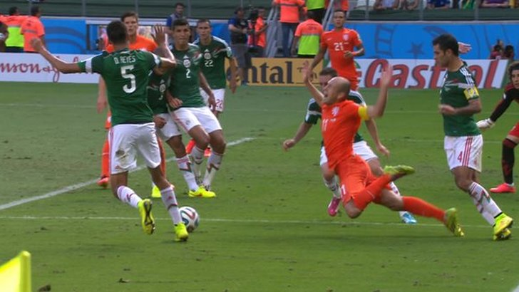 Arjen Robben goes down
