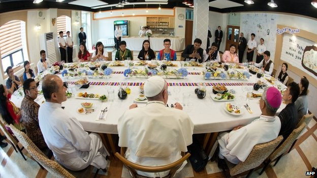 Pope Francis (C) meets young people at the Major Seminar in Daejeon, on 15 August 2014.