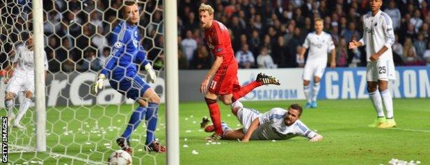 Stefan Kiessling nets for Bayer Leverkusen