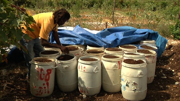 Los desechos humanos se mezclan con materia orgánica procedente de la caña de azúcar