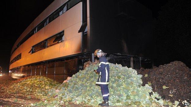 Vegetables dumped outside tax office in Morlaix. 20 Sept 2014
