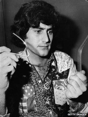 Uri Geller bending a fork and a metal comb