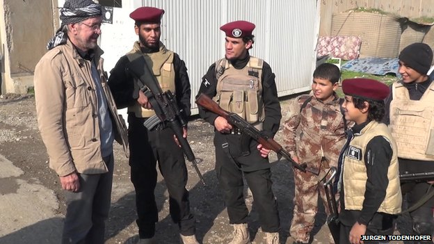 Jurgen Todenhofer with IS fighters and children
