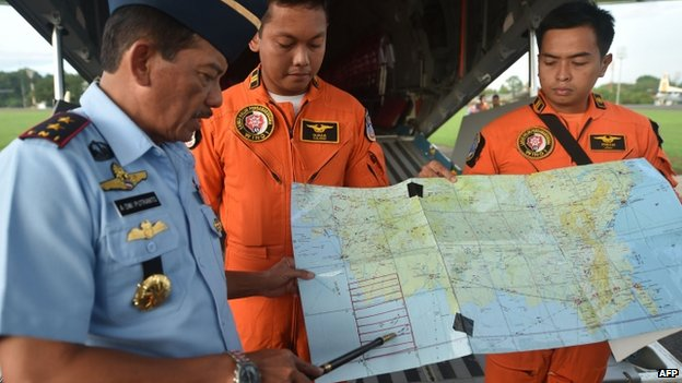 Western Indonesia Air Force operation commander Air Vice Marshal Agus Dwi Putranto (L) briefs crews before a search and rescue operation in Jakarta - December 30