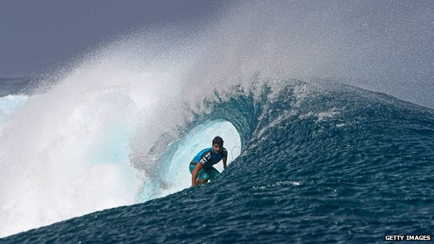 Ricardo dos Santos competes during his round one heat at the Billabong Pro Tahiti in the southern Pacific Ocean island of Tahiti, French Polynesia, on 26 August, 2012 in Teahupoo