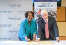 Nashville State President Dr. Shanna Jackson and Belmont University President Dr. Bob Fisher sign the articulation agreement.