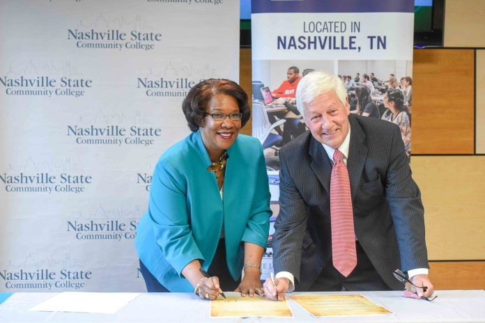 Nashville State President Dr. Shanna Jackson and Belmont University President Dr. Bob Fisher sign the articulation agreement.
